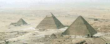 Комплекс пирамид в Гизе : Менкаура, Хефрена , Хеопса.
